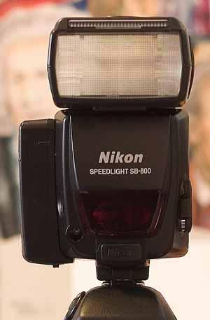 高級閃燈的附加電池箱能加快回電速度
