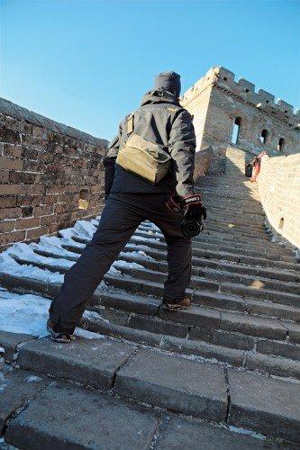 置身高低不平的金山嶺長城之上,攝影師也能隨身攜帶輕巧的EOS 6D攀爬歷險,隨時隨地拍攝與眾不同的出色相片。