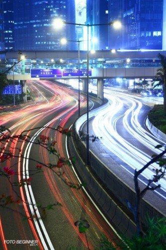 就算車輛不多,也可以延長EOS M的快門開放時間獲得更長曝光,令相片的車軌更加豐富。