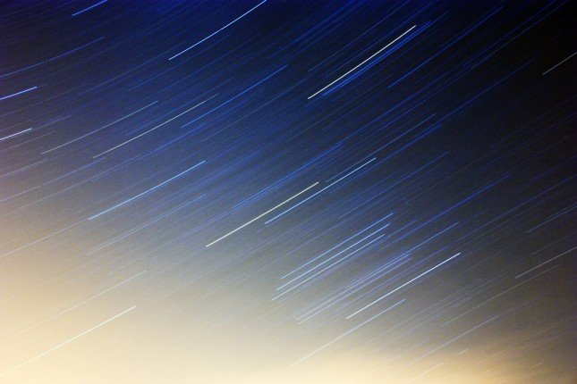 長焦可以用更短時間來拍出長長的星軌,顯示出主體輕微的移動也會影響相片。