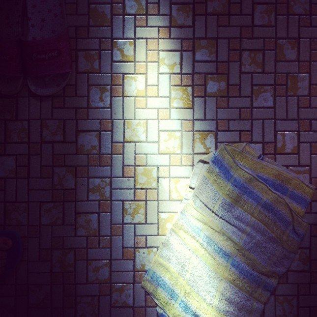 光 - 捕捉從窗外滲進來的一束光