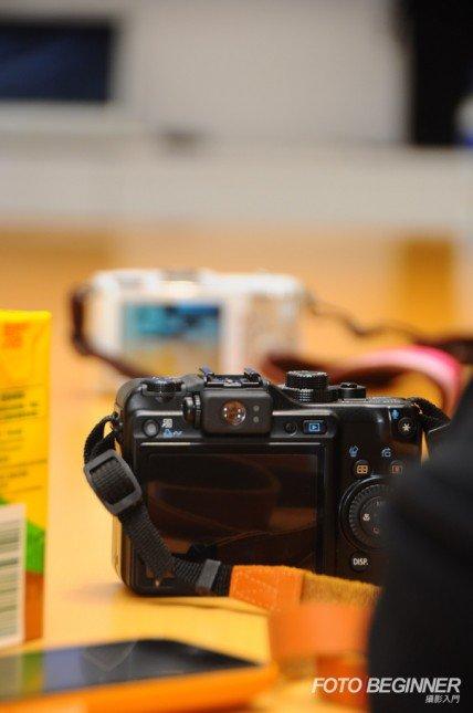 只要善用200mm的一端,加上找尋遠一點的背景,就能做出淺景深效果。