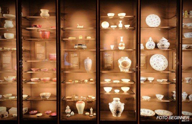 展覽櫃也可以當作pattern來拍攝!(f/4 | 1/30s | ISO2000)