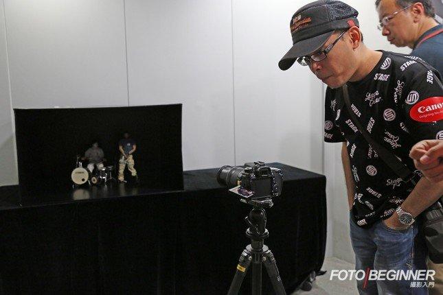 會場也有一個區域供參加者測試EOS 70D於黑暗環境下的自動對焦功能,效果快速流暢!而且輕觸螢幕即能作主體對焦,也很方便作隨時轉換對焦點。
