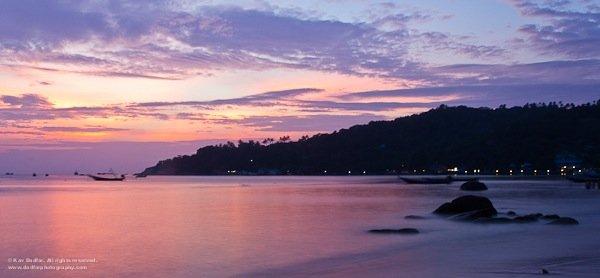 這張相片是在大清早於泰國的Koh Tao沙灘拍攝的,那裏通常充滿遊客、小艇來來回回,若非大清早起床拍攝便不可能拍到這個美景了!