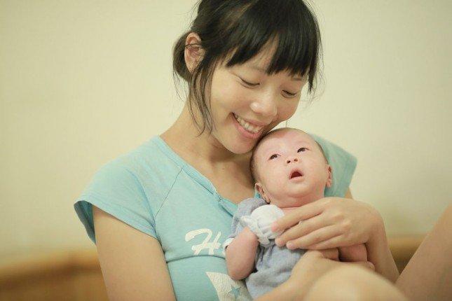 (相片15) 柔和粉嫩的母子合照