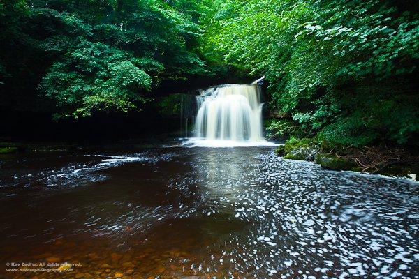 若果水流急,1秒快門也可以令流水變滑。
