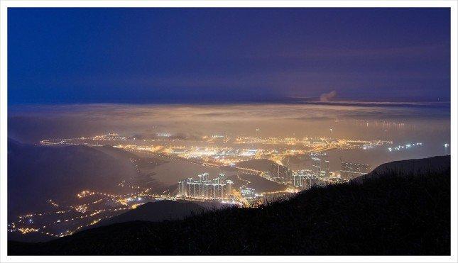 02- 星光夜琉璃  雲層愈積愈厚,漸漸遮蓋城市燈光。  拍攝資訊: F6.3, 15S, ISO100