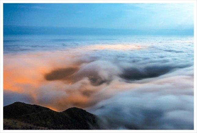 04- 月下雲海  雲海翻波,把整片大地都淹沒了。  拍攝資訊: F13, 30S, ISO1250
