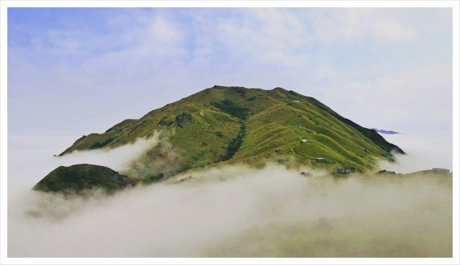 09- 蜿蜒小徑  從二東山回望大東山優美山脈。  拍攝資訊: F8, 1/160S, ISO100