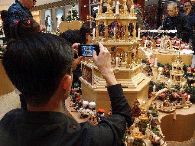 我們參觀了來自德國的木偶生產商 Mueller的店舖,拍攝其精美的木製工藝品。