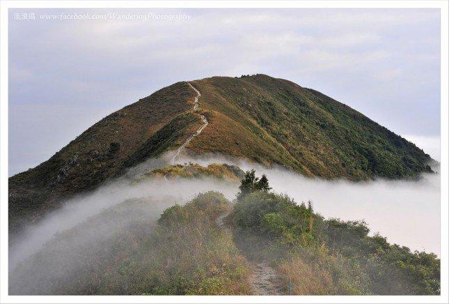 雲層瀰漫山間