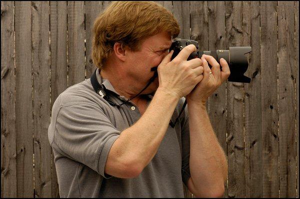 正確的拿相機手法。