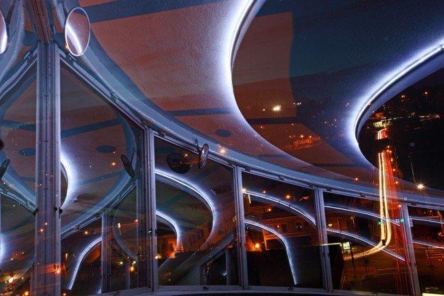 黑卡在拍攝車軌、光軌時非常有用,建議各同學學習一下! Photo by {link:https://www.flickr.com/photos/31246066@N04/4250392708}Ian Sane{/link}