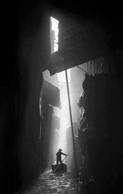 Hong Kong photographer from 1960s Ho Fan 何藩. Beautiful stuff!