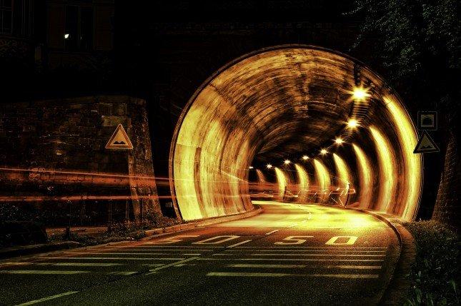 使用手動模式可以充份掌握曝光時間,在拍夜景照時常常會用到。 Photo by {link:https://www.flickr.com/photos/lanier67/7428170934}Raul Lieberwirth{/link}