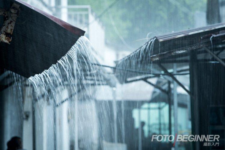 剛到達時下大雨,便趁機會拍一下雨水吧!