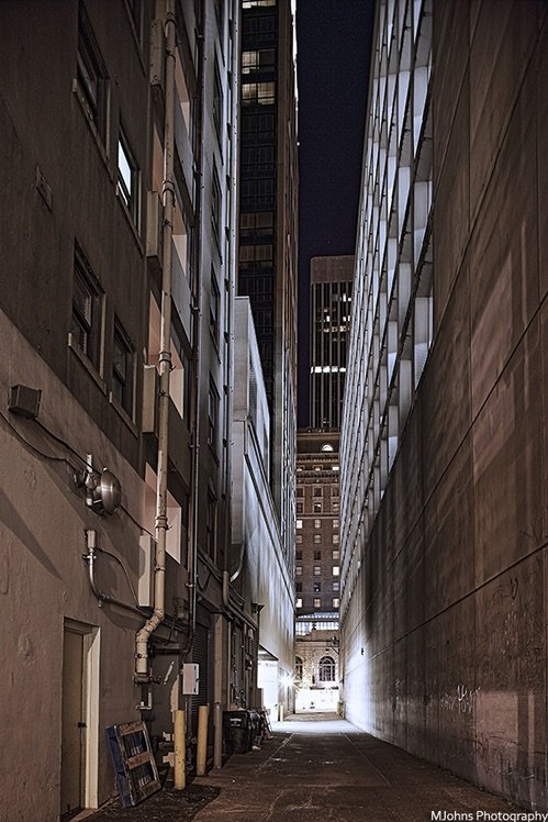 夜間的街道防火巷,用偏移把變形校正回來