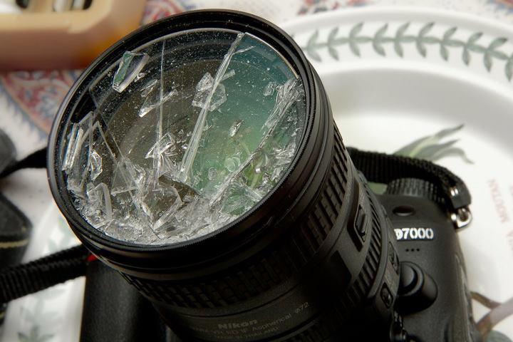 若果沒有用上保護鏡,遇上意外時很有可能會直接破壞鏡頭! (網上圖片)