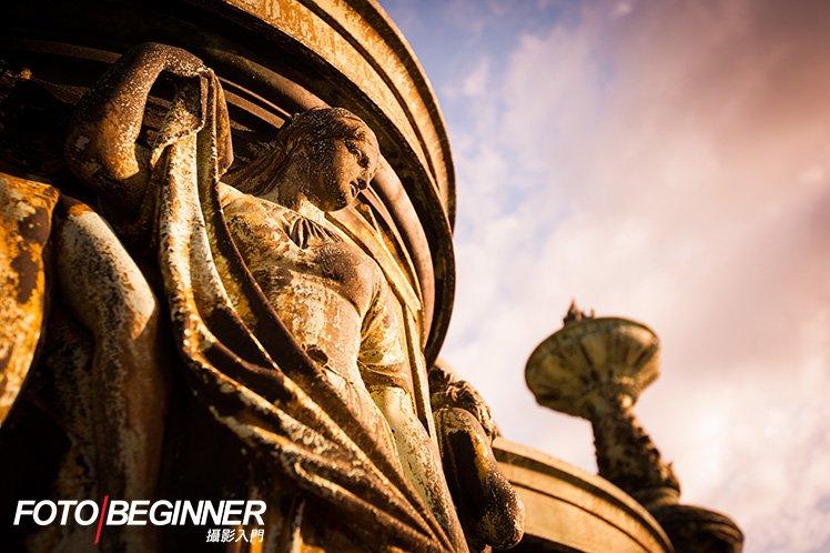 側光加重陰影,讓相片的對比更突出,衝擊力更強。 Nikon D700・f/5.6・1/60s・ISO400