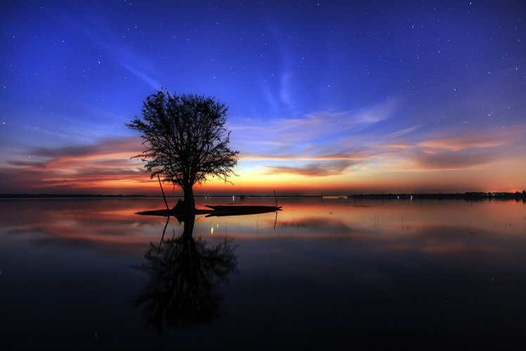 光線對相片的感覺和效果有著很大的影響! Photo by {link:https://500px.com/photo/98075863/beautiful-lake-in-the-evening-by-hinokami-akira}Hinokami Akira{/link}