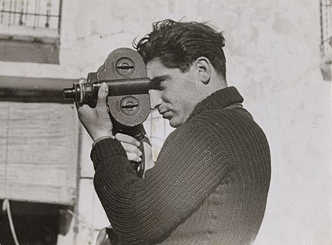 Robert Capa (原名:André Friedmann)  Photo from Wikipedia