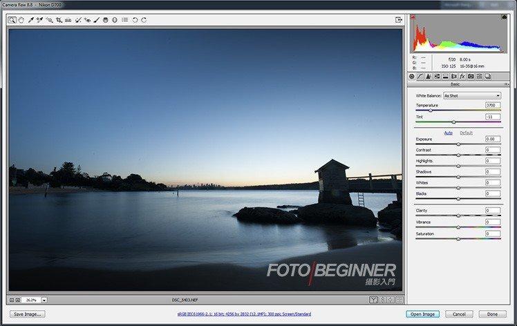 打開RAW檔後,如有需要,可以先稍為調整曝光、shadow等,看到這張相片只有偏藍的天空。