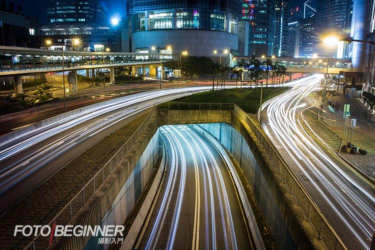 在城市拍攝不要忘記拍攝「車軌」這個題材!