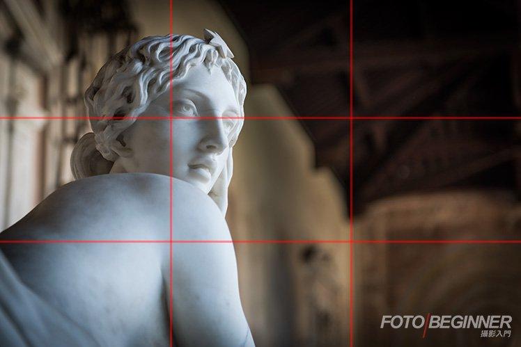 利用想像力把相片分割成「井」字便可以輕易套用三分法構圖了!