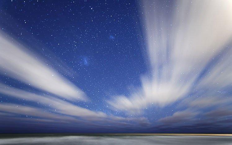 慢快門拍出流動的雲 (Photo by Luis Argerich)