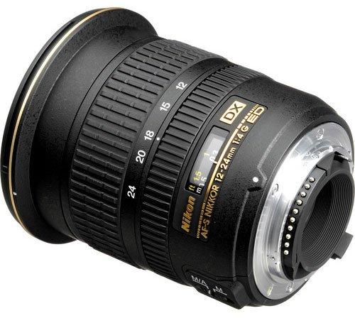 Nikon 的 APS-C 鏡頭會有「DX」標示。