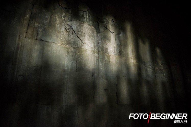 在旅攝影團中導師會積極指導各同學發掘「攝影眼」,即使是牆上的光也是拍攝好題材!