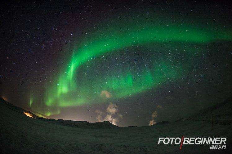 大爆發時整個天空也滿是跳動的極光,需要出動魚眼鏡才能捕捉呢!