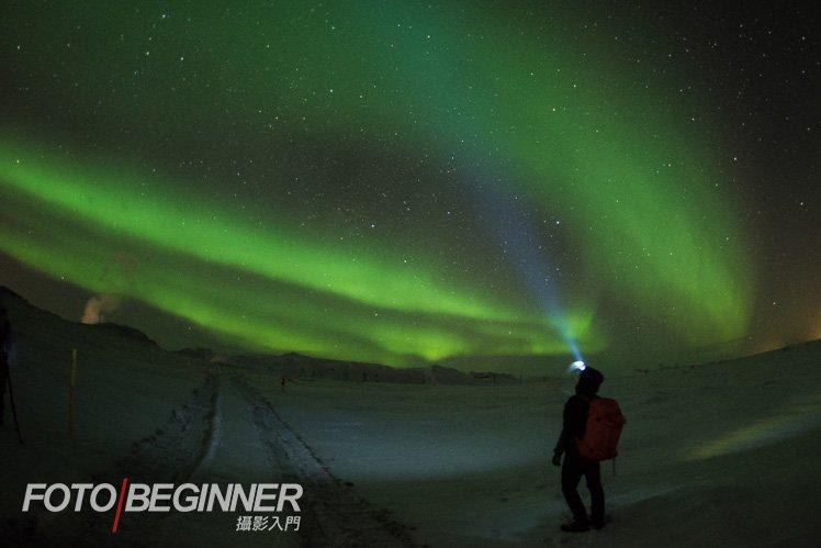 即使是漂亮的極光,加上你自己會令相片更有意思啊!