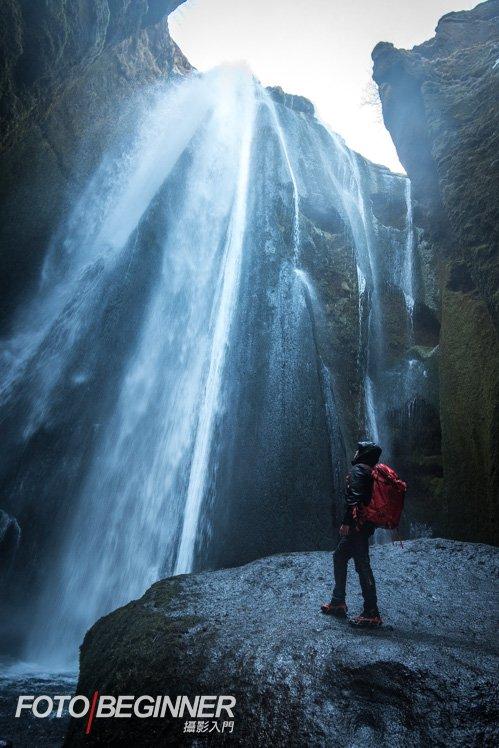 行程到了一個在洞穴內的大瀑布,非常刺激呢!