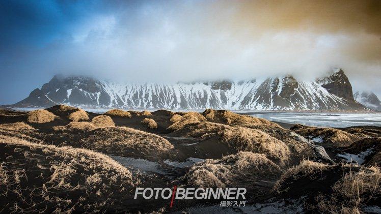 冰島真的很神奇,天空竟然會一邊藍,一邊黃色的,好像是因為火山的氣體吧...