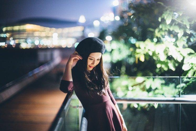 有時不望著鏡頭,微微向下望的瞬間都可以帶出很優美很吸引的感覺。。